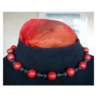 Halskette Schaumkoralle u. Lava  46 cm lang