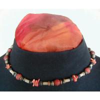 Halskette Schaumkoralle, Lava u. Jaspis 43 cm lang