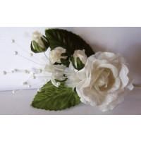 Blütenripse creme mit Perlen